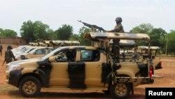 Tentara dari Lagos, yang merupakan bagian dari 1.000 pasukan penjaga perdamaian PBB, diberangkatkan ke negara bagian Adamawa untuk memerangi militan Islamis Boko Haram, 20 Mei 2013 (foto: dok).