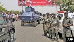 Lực lượng an ninh Nigeria canh gác tại Kano ở miền bắc Nigeria sau khi kết quả bầu cử được công bố, ngày 18/4/2011