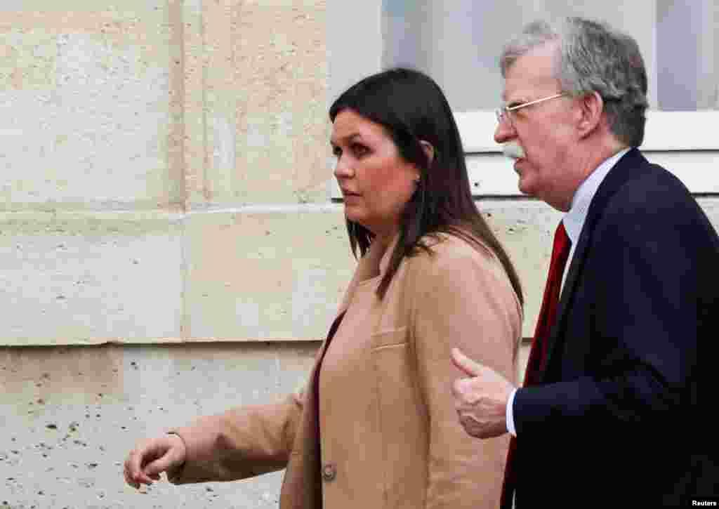 حضور جان بولتون مشاور امنیت ملی کاخ سفید و سارا هاکبی سندرز سخنگوی کاخ سفید در کاخ الیزه پاریس