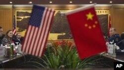 美國國防部副部長米歇爾.弗盧努瓦12月7日在北京與中國人民解放軍副總參謀長馬曉天舉行會談