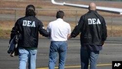 Algunos legisladores pusieron en duda la capacidad de Michele Leonhart tras un crítico reporte que denunció que agentes de la DEA asistieron a fiestas sexuales con prostitutas.