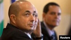 Le PDG Jeremy Levin est l'un des signataires de la lettre, est en réunion avec d'autres leaders biotechs à Tel Aviv, en Israël, le 2 janvier 2012.