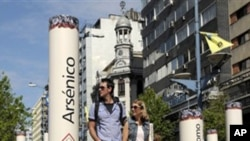 A couple walk through an anti-tobacco installation set up by the Uruguay's Resources National Fund, depicting cigarettes' harmful components, in Montevideo, Uruguay (File)