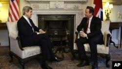 Birêz Kerry û Serokwezîrê Brîtanî David Cameron, roja Duşem, 25'ê Şubatê, 2013.