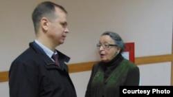 Анна Шароградская и ее адвокат Иван Павлов. Photo Victor Rezunkov RFE/RL from www.svoboda.org
