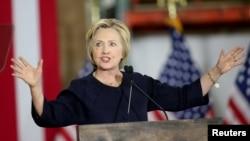 هیلاری کلینتون از ترامپ به خاطر حمله به اوباما انتقاد کرد.