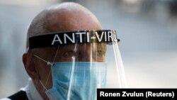 Kosovske vlasti pooštrile su mere suzbijanja Kovida 19; ilustrativna fotografija (Foto: REUTERS/Ronen Zvulun)