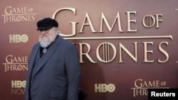 """Le co-réalisateur George R.R. Martin dans la première saison de HBO's """"Game of Thrones"""""""