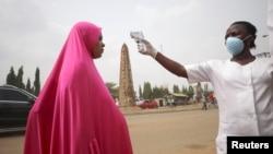 """Au Nigeria, l'interdiction de """"tout mouvement"""" frappe les petites entreprises"""
