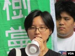 台湾人权促进会秘书长邱伊翎(美国之音张永泰拍摄)