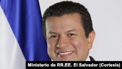 El canciller de El Salvador, Hugo Martínez, dialoga sobre la suspensión del TPS