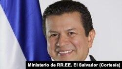 El ministro de Relaciones Exteriores de El Salvador, Hugo Martínez, llegó a Washington para abogar en favor de los salvadoreños amparados por el TPS.