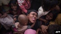 Người Rohingya đụng độ với cảnh sát.
