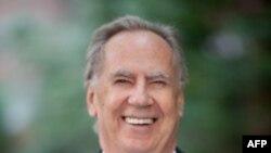 Người sáng lập Quỹ DOE, ông George McDonald, đã giúp đỡ hơn 4.000 người vô gia cư có 1 cuộc sống tốt đẹp hơn