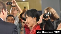 Burmese pro-democracy leader Aung San Suu Kyi visits Voice of America.