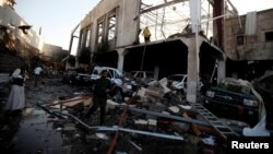 حمله هوایی ائتلاف به رهبری عربستان سعودی به یک مراسم ترحیم در صنعا تاکنون ۱۴۰ کشته برجای گذاشته است.