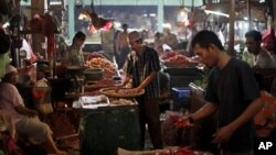 Para pedagang di sebuah pasar di Jakarta. (Foto: Dok)