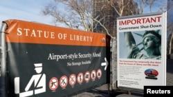 因为美国联邦政府关闭,一个广告牌告知公众纽约自由女神像关闭。(2018年1月20日)