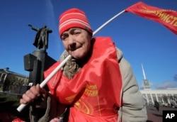 Communist Valentina, 73, attends celebration of the 100th anniversary of the 1917 Bolshevik Revolution near a statue of Soviet Union founder Vladimir Lenin in St. Petersburg, Russia, Nov. 7, 2017.