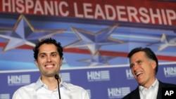 Craig Romney aprendió español en Chile y elogia la labor de su padre como hombre de negocios.