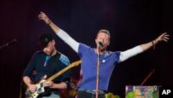 Chris Martin, vokalis Coldplay, pada Festival Budweiser Made in America, Minggu, 4 September 2016, di Philadelphia.