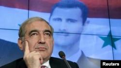 敘利亞副總理卡德里‧賈米勒2012年8月21日在莫斯科一次新聞發布會上聆聽。