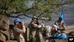 지난달 29일 이스라엘령 골란고원 일대 관측소에서 유엔 평화유지군이 시리아 지역을 관찰하고 있다.