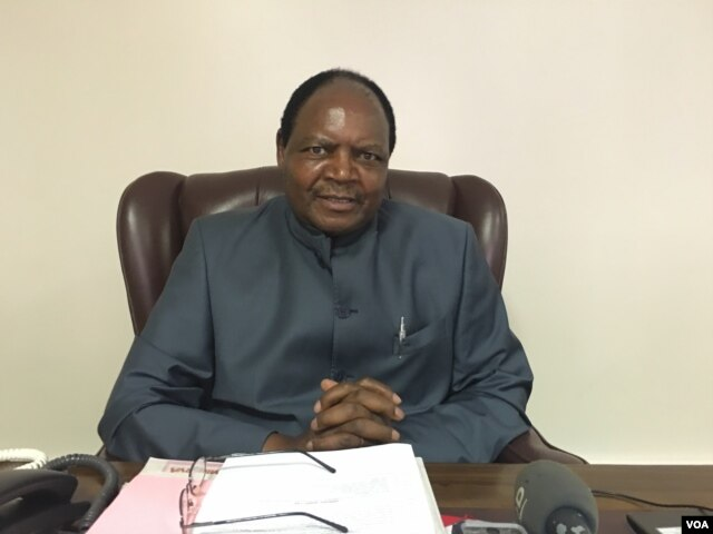 Elasto Mugwadi, Zimbabwe Human Rights Commission chairman, says President Robert Mugabe's government is keen on resettling Chingwizi refugees but lacks the necessary resources to do so. (S. Mohfu/VOA)