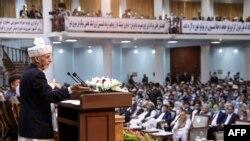 افغان صدر اشرف غني په طالبانو د ډزبندۍ غږ کړی