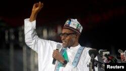 Dan takarar shugabancin kasa kuma tsohon shugaba Muhammadu Buhari kafin ya gabatar da kudurinsa a taron fidda gwani da APC tayi, Disamba 11, 2014.