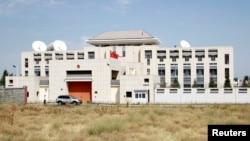 Kedutaan China di Bishkek, Kyrgyzstan, 30 Agustus 2016.(REUTERS/Vladimir Pirogov)