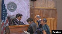 """Joaquin """"El Chapo"""" Guzman, à droite, et l'avocat de la défense Michael Schneider, centre droite, et Michelle Gelernt à New York, le 20 janvier 2017."""