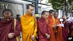 Buddhist monks offer prayers during a demonstration outside the Myanmar Embassy in Bangkok, Thailand (File)