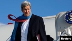 El secretario de Estado de EE.UU., John Kerry hizo su primera parada en Munich, luego saldrá para la India.