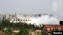 4月12日,叙利亚政府军和反政府武装在大马士革郊外发生冲突