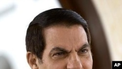 """突尼斯被罷免總統本.阿里譴責對他的審判和定罪﹐稱這是""""對公正的諷刺""""。"""