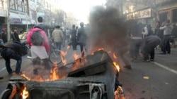 در روز ۲۵ بهمن، با وجود نیروهای ضد شورش، بسیج و لباس شخصی ها در خیابان های مرکزی تهران، تظاهرات و تجمعات پراکنده و غیرمنسجم در نقاط مختلف مرکزی تهران و شهرهای دیگر برگزار شد