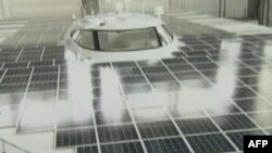 Paluba broda PlanetSolar prekrivena je solarnim ćelijama