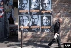 贴在巴黎街头的法国总统 候选人像。(2017年4月19日)