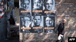 """Bích chương cổ động bầu cử của các ứng cử viên tổng thống trong chiến dịch """"Solidarite Sida"""" ở Paris, Pháp, ngày 19/4/2017."""