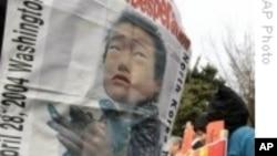 북한의 기아사태를 폭로하는 탈북자 시위 (자료사진)