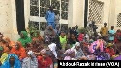 Les travailleurs font un sit-in à Niamey, au Niger, le 23 janvier 2017. (VOA/Abdoul-Razak Idrissa)