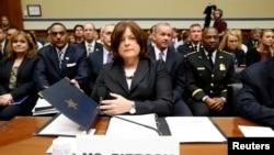 美国特勤局主任朱莉娅•皮尔逊在国会证会上(2014年9月30日)