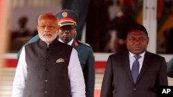 Primeiro-ministro indiano Narendra Modi e seu homólogo moçambicano Filipe Nyusi