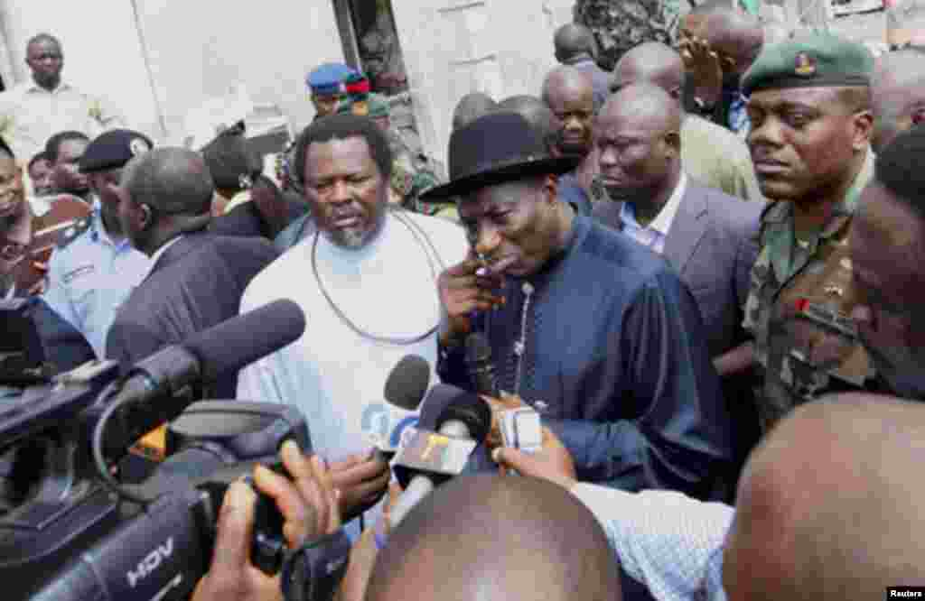 Nigeria's President Goodluck Jonathan speaks to the media during a visit to This Day newspaper in Abuja April 28, 2012. Suicide car bombers targeted the offices of Nigerian newspaper This Day in the capital Abuja and northern city of Kaduna on Thursday, k