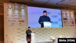 Calon Presiden nomor urut dua Prabowo Subianto memberikan keynote speech dalam acara Indonesia Economic Forum di Shangri-La Hotel, Jakarta, Rabu, 21 November 2018. (Foto: VOA/Ghita).