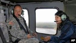 La gobernadora de Carolina del Sur, Nikki Haley, sobrevoló su estado el martes para evaluar los daños de las torrenciales lluvias de los últimos días.