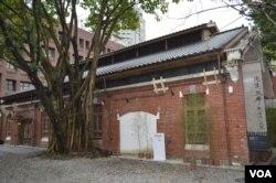 老廠房內民國展 (美國之音 申華拍攝)