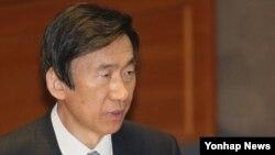 윤병세 한국 외교장관이 14일 국회 본회의에서 진행된 외교통일안보 분야 대정부질문에서 답변하고 있다.