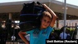 Reyhanlı'dan Türkiye'ye ailesiyle giriş yapan Suriyeli sığınmacı çocuk